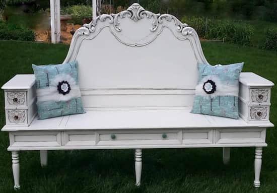 Projet déco : transformez une tête de lit, une table basse et des boîtes à couture en un banc de rangement