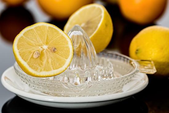 un jus de citron au petit dejeuner pour une detox