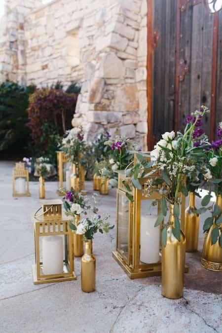 lanterne dorée pas cher mariage fleurs chemin éclairage