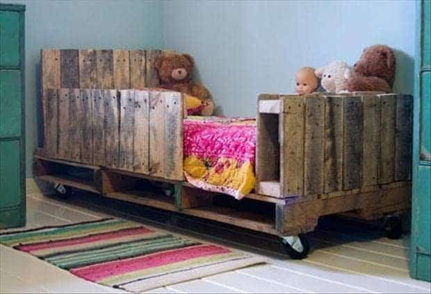 lit pour enfant fabriqué avec palettes