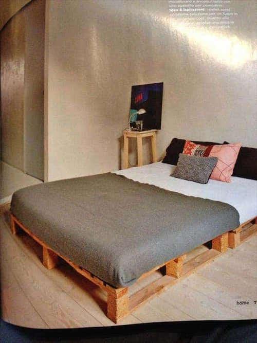 20 id es g niales de lits en palettes faits maison. Black Bedroom Furniture Sets. Home Design Ideas