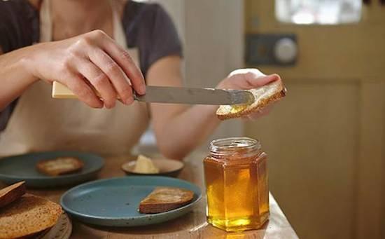 mangez plus de miel pour  sauver les abeilles