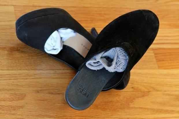 Ranger les chaussettes dans les chaussures pour gagner de la place dans la valise