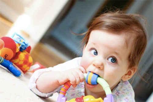 Utilisez l'eau oxygénée pour nettoyer jouets enfants