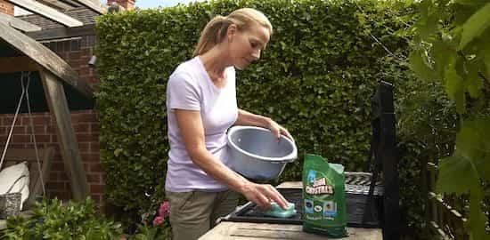 laver grille barbecue sans efforts