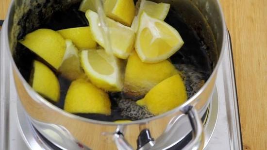 3 astuces de grand m re pour nettoyer sans effort votre casserole noircie - Fond de casserole brule ...