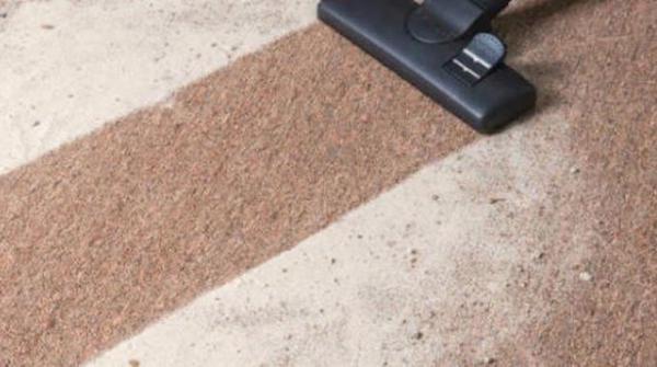 Comment nettoyer une moquette avec du bicarbonate