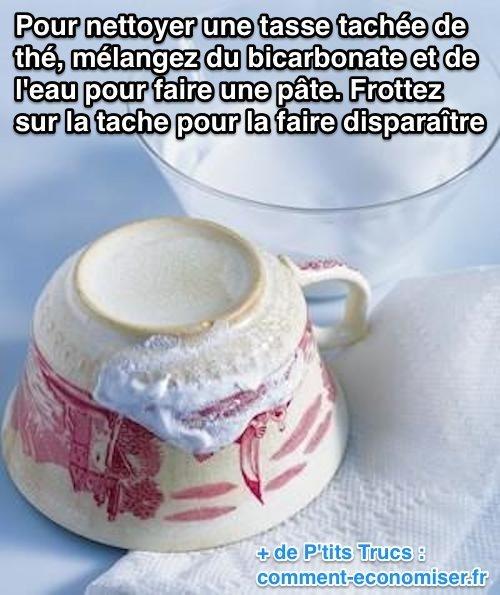 l'astuce pour nettoyer une tasse tachée de thé.