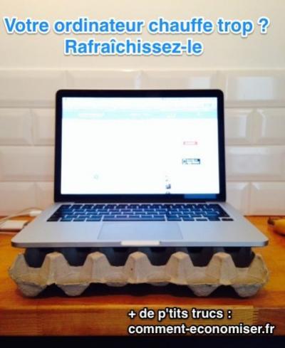 Ordinateur portable posée sur une boite pour oeufs