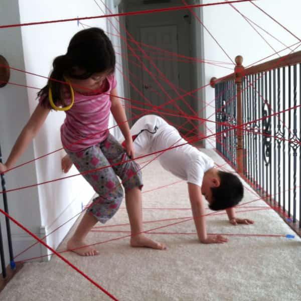 un circuit d'obstacle dans la maison