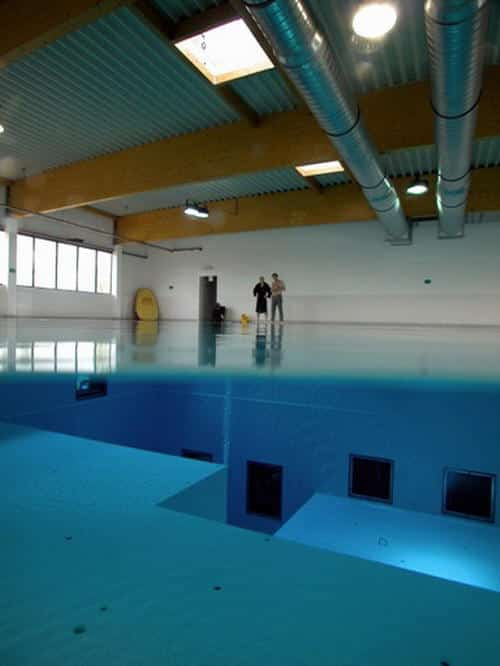 D couvrez la piscine la plus profonde du monde for Piscine entre 2 immeubles