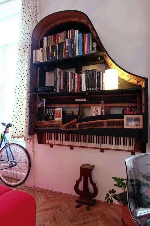 bibliothèque faite avec un piano