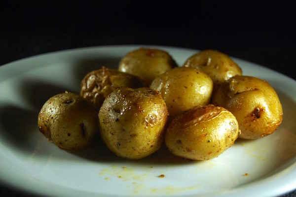 4 tapes simples pour faire pousser 45 kg de pommes de - Comment conserver des pommes de terre coupees ...