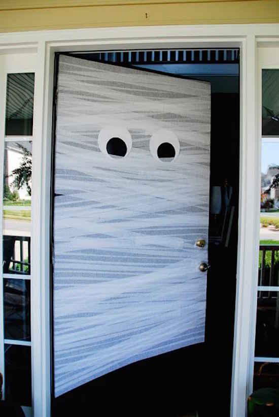 Porte en forme de momie pour halloween