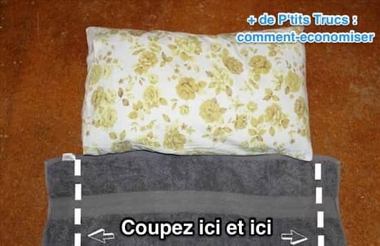 Posez la serviette à côté de l'oreiller pour pointer la largeur de la découpe.