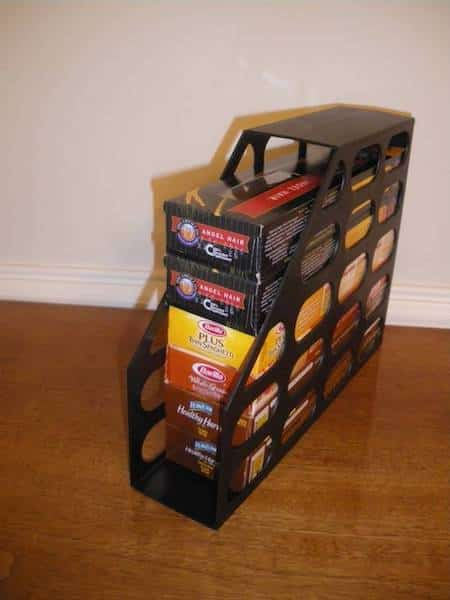 un porte-revue pour ranger les boites de pâtes ou les biscuits