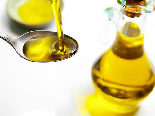 Pour soigner les éruptions cutanées et l'eczéma, essayez le remède à l'huile d'olive.