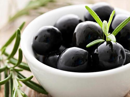Comment faire pour arrêter le mal des transports ? Essayez le remède des olives.