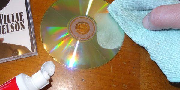 Saviez-vous que vous pouvez utiliser du dentifrice pour réparer les CD rayés ?
