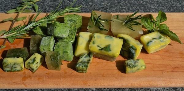 Saviez vous qu'on peut conserver les herbes aromatiques au congélateur ?