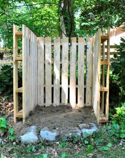 simple faites un espace priv dans votre jardin avec des palettes with comment fabriquer salon de jardin en palette - Comment Fabriquer Un Salon De Jardin Avec Des Palettes
