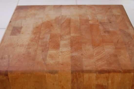 cómo limpiar la tabla de cortar de madera