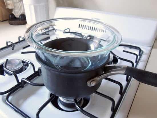préparer bain marie pour fondre ingrédients
