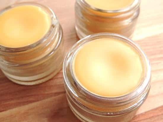 laissez refroidir le baume à lèvres maison à température ambiante