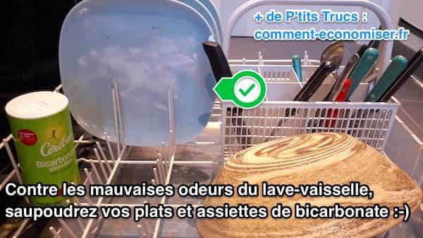 3 astuces efficaces contre les odeurs d 39 un lave vaisselle for Nettoyage lave vaisselle bicarbonate