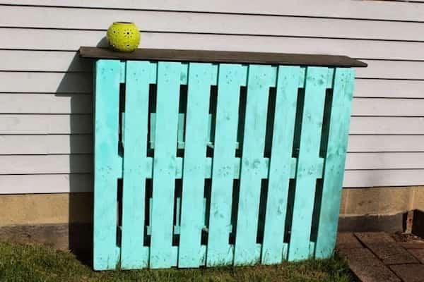 comment faire un bar de jardin avec seulement 2 palettes en bois. Black Bedroom Furniture Sets. Home Design Ideas