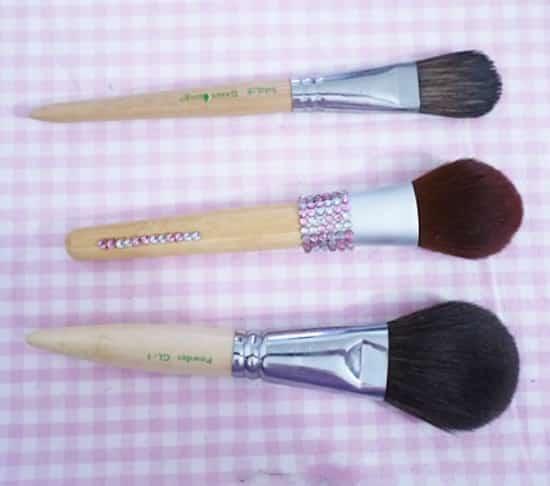 pinceaux et brosses à maquillage propres