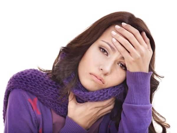 mettre un foulard autour du cou soulage les maux de gorge