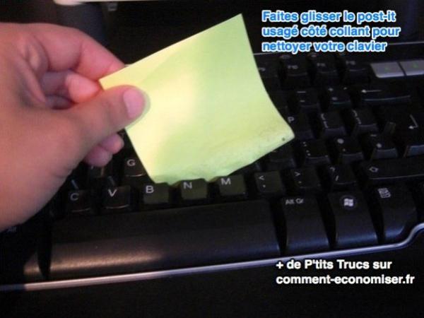 Astuce pour nettoyer son clavier d'ordinateur avec un post-it