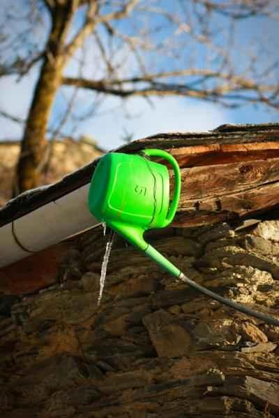 Un récupérateur d'eau de pluie à la source