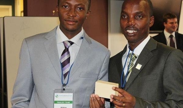 Gérard Niyondiko et Moctar Dembele invente le savon anti palu et reçoivent un prix à l'université de Berkeley