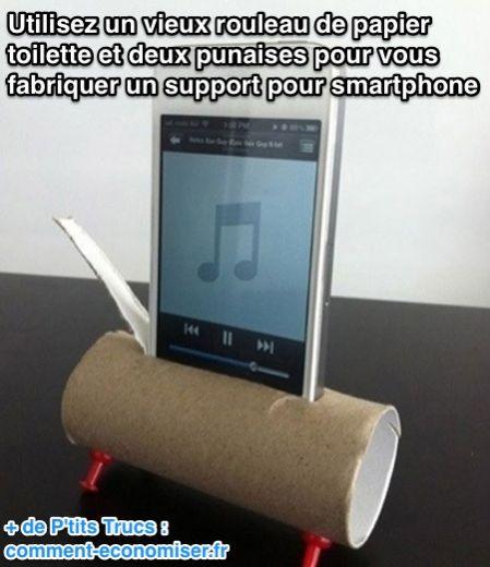 Utilisez un vieux rouleau de papier toilette et deux punaises pour vous fabriquer un support pour smartphone