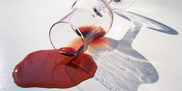 Comment faire pour enlever une tache de vin rouge ?