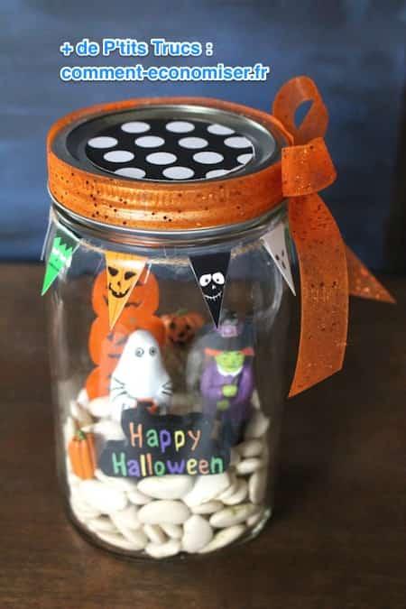 Scène d'halloween dans un bocal en verre
