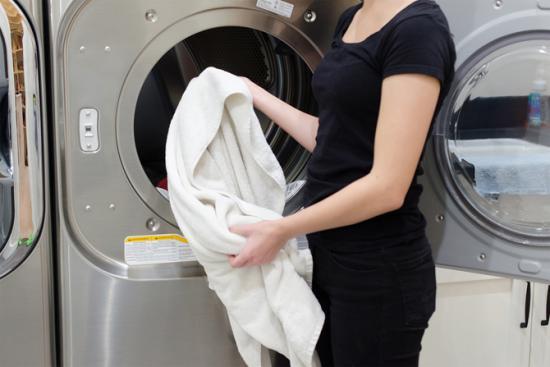Corv e de lessive 15 astuces indispensables pour vous simplifier la vie - Nettoyer semelle fer a repasser avec bicarbonate de soude ...