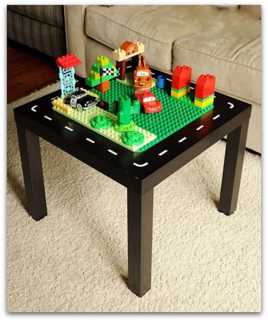 La table transformée en table Lego