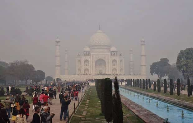 Taj Mahal plein de pollution