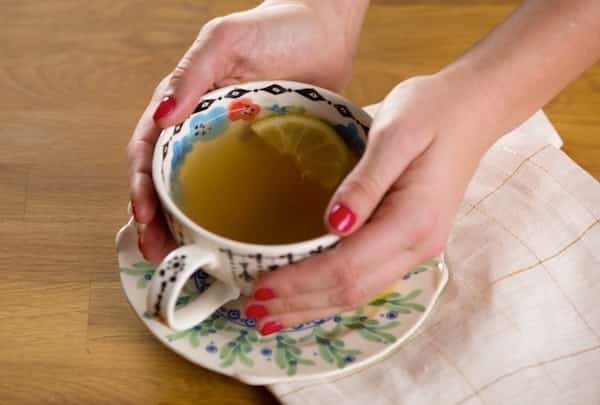 contre la grippe la recette miraculeuse du grog au gingembre et citron. Black Bedroom Furniture Sets. Home Design Ideas