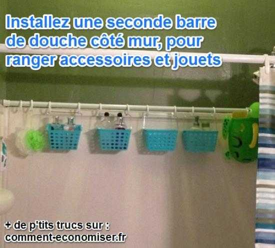 ranger les joeuts de bain dans des bacs accrochés à une barre de douche
