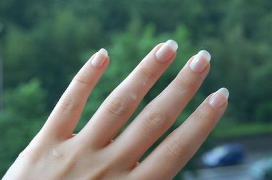 utilisez de la craie pour blanchir vos ongles