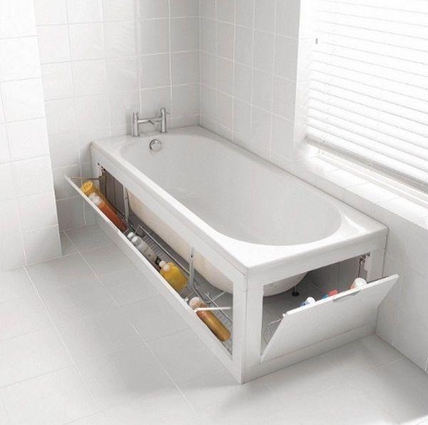 Utilisez l'espace autour de la baignoire comme rangement