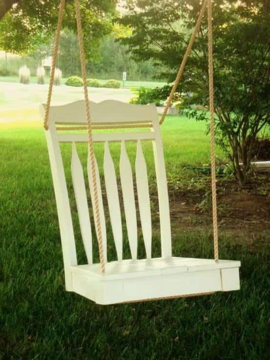 vieille chaise transformée en balanàoire