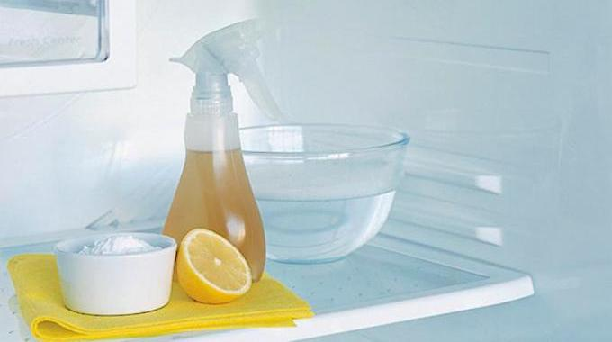 2 astuces simples et efficaces pour d sinfecter le frigo sans javel. Black Bedroom Furniture Sets. Home Design Ideas