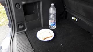 comment-eliminer-odeurs-dans-le-coffre-voiture