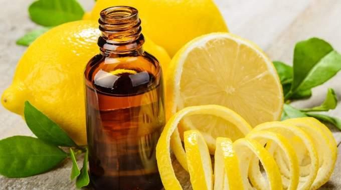 18 Utilisations Magiques de l'Huile Essentielle de Citron.
