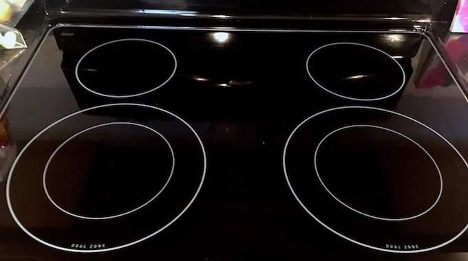 comment faire briller votre plaque de cuisson en 2 min chrono. Black Bedroom Furniture Sets. Home Design Ideas